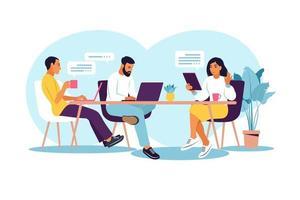 uomini d'affari che lavorano insieme. spazio di coworking con creativi o uomini d'affari seduti al tavolo. illustrazione vettoriale piatto moderno.