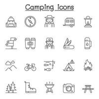 set di icone di linea vettoriale relative al campeggio. contiene icone come tenda, escursionismo, foresta, automobile, falò, montagna, viaggiatore, bussola, pesca, foresta, macchina fotografica, segnale di direzione, panchina, zaino e altro ancora.
