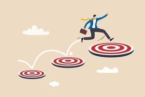 aspirazione e motivazione per raggiungere obiettivi aziendali più grandi, avanzamento nella carriera o nel concetto di crescita aziendale, uomo d'affari intelligente che salta su un obiettivo di tiro con l'arco sempre più alto. vettore