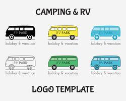 Modello di progettazione di etichette vintage Logo di viaggio di attività all'aria aperta. RV, parco vacanze foresta, camper per roulotte. Set di icone di concetto logotype stile retrò Camping. Vettore
