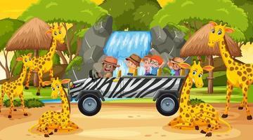 safari alla scena del tramonto con bambini che guardano il gruppo di giraffe vettore