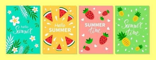 set vettoriale di carte estive luminose. bellissimi poster estivi con ananas, fragola, anguria, foglie di palma e testo scritto a mano. carte di vacanze estive