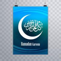 Vettore elegante della carta del modello dell'opuscolo di Ramadan Kareem elegante