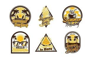 collezione di distintivi ed etichette estivi vettore