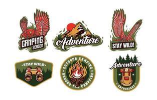 logo di campeggio e avventura nella natura vettore