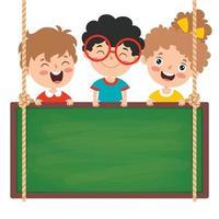 bambini divertenti con lavagna vuota vettore
