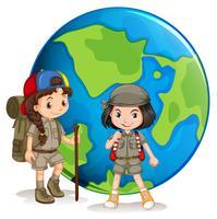 Girl scouts pronti per l'escursionismo vettore