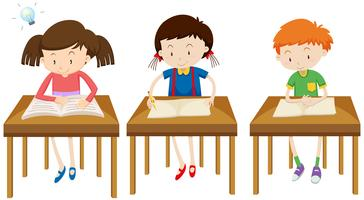 Studenti che studiano su sfondo bianco