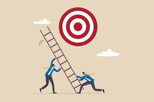 sviluppare la scala verso il successo, impostare l'obiettivo aziendale, l'obiettivo, lo scopo e l'obiettivo, la partnership e il lavoro di squadra per il concetto di opportunità, il team di uomini d'affari aiuta a impostare la scala del successo per raggiungere l'obiettivo. vettore
