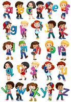 Bambini che tengono alfabeti inglesi vettore