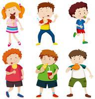 Una serie di bambini che mangiano cibo malsano