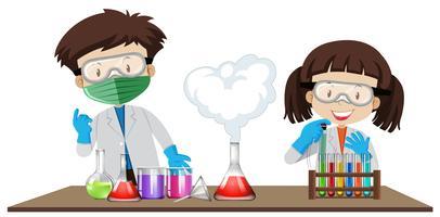 Studente sperimenta in classe Lab