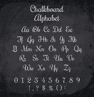 Illustrazione vettoriale di alfabeto col gesso. Trama imitazione di gesso
