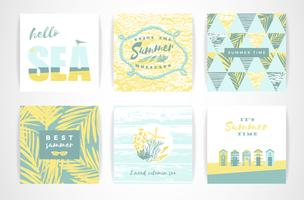 Set di carte estive con elementi di disegno a mano.