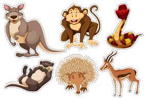 Adesivo con diversi tipi di animali vettore