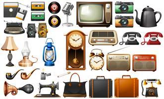 Diversi tipi di oggetti d'antiquariato