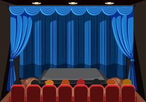Persone che aspettano lo spettacolo sul palco