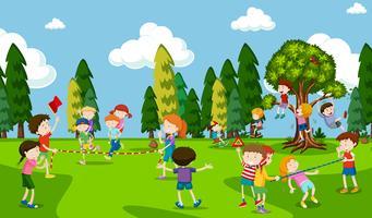 Gli studenti stanno giocando al parco giochi vettore