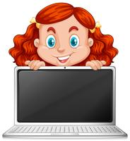 Una ragazza rossa con laptop
