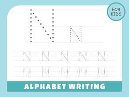 la lettera n traccia i fogli di lavoro dell'alfabeto gratis vettore