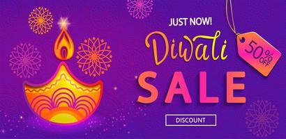 Banner di vendita per Happy Diwali festival di luci. vettore