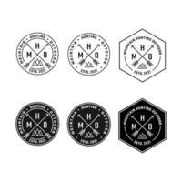 modello di progettazione del logo dell'etichetta del timbro del distintivo della montagna delle frecce incrociate x vettore