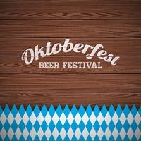 Illustrazione di vettore di Oktoberfest con la lettera dipinta sul fondo di legno di struttura.