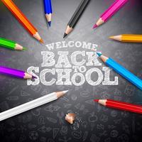 Torna a scuola design con matita colorata e tipografia scritta su sfondo nero lavagna. Illustrazione di scuola vettoriale con disegnati a mano doodles per biglietto di auguri