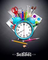 Torna a scuola design con matita grafite, penna e altri oggetti della scuola su sfondo giallo. Illustrazione vettoriale con sveglia, lavagna e tipografia lettering per biglietto di auguri