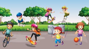 Bambini che praticano sport nel parco vettore