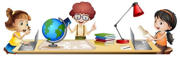 Studenti isolati che imparano sul tavolo vettore