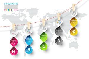 Infographic di affari con 5 punti che appendono su clotheslined.