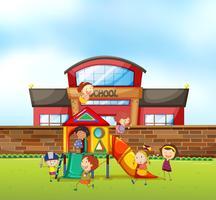 Bambini che giocano al parco giochi della scuola vettore