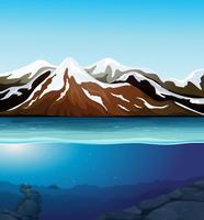 Bellissimo paesaggio montano di neve