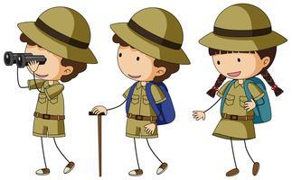 Tre bambini in uniforme da scout vettore