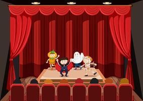 I bambini si esibiscono sul palco vettore