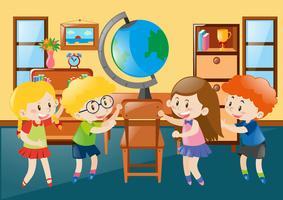 Bambini in classe di geografia