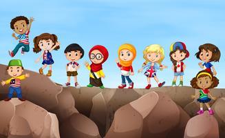 Bambini in piedi sulla scogliera vettore
