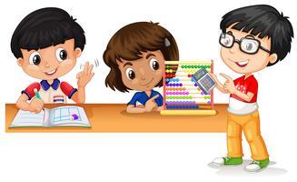 Tre bambini che usano i gadget per calcolare la matematica vettore