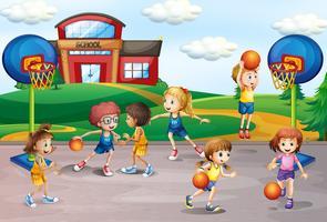 Studenti che giocano a basket nell'educazione fisica vettore