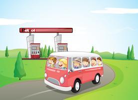 Bambini che viaggiano su un autobus vettore