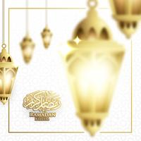 Appeso Ramadan Lantern o Fanoos Lantern & Crescent Moon Background in Blurry Concept. Per banner Web, biglietti di auguri e modello di promozione in Ramadan Holidays 2019.