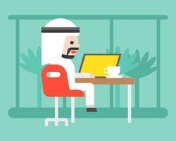 Uomo arabo sveglio di affari che si siede in caffè con il computer portatile, concetto di situazione di affari dello spazio di lavoro del co