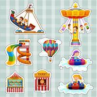 Set di adesivi per bambini che giocano sulle giostre vettore