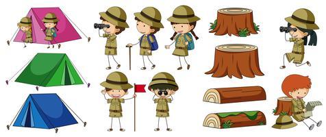 Boyscouts ed elementi da campeggio vettore
