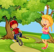 Bici di guida del ragazzo nel parco vettore