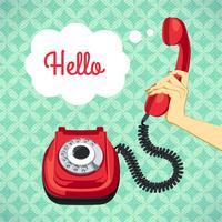Mano che tiene il vecchio telefono