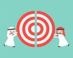 Due uomini d'affari arabi che spingono insieme pezzi di un grande obiettivo vettore