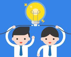 L'uomo d'affari due collega la lampadina, situazione aziendale circa il lampo di genio e l'idea di lavoro di squadra vettore