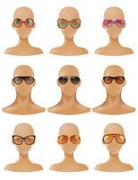 Insieme realistico degli occhiali da sole dell'esposizione delle teste dei manichini